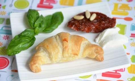 Mini croissants mozzarella tomates séchées basilic