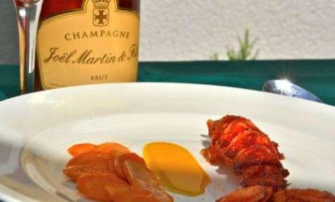 Des bulles rosées pour un homard