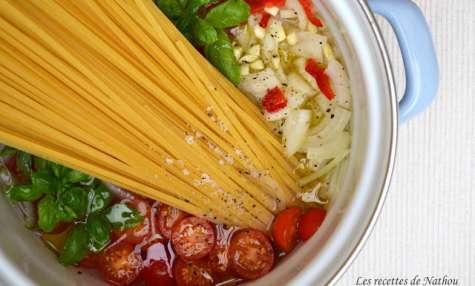 One pot pasta de linguines aux tomates cerise et basilic