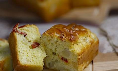 Petits cakes aux poires roquefort et chorizo