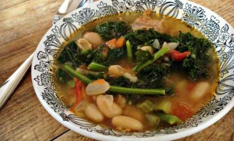 Soupe rustique aux saucisses italiennes et kale