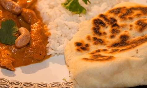 Butter chicken, poulet au beurre et pain naan