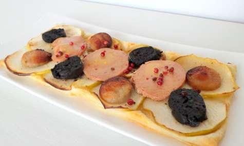 Tarte fine au foie gras Labeyrie, pommes Granny Smith et deux boudins