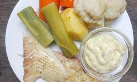 Turbot grillé sauce béarnaise et légumes à la vapeur.