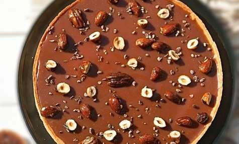 Tarte au caramel beurre salé et fruits secs caramélisés de Christophe ADAM