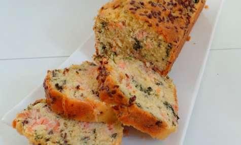 Cake au saumon fumé, graines de lin et persil