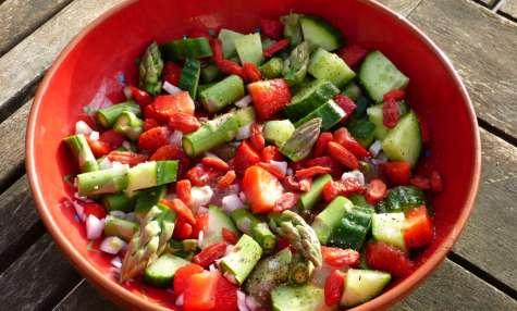 Salade aux fraises et asperges