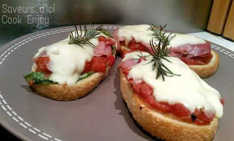 Bruschetta Jambon de Parme, Compotée de Tomates, Mozzarella