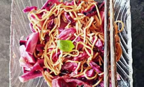 Poêlée chou rouge au citron et nouilles chinoises
