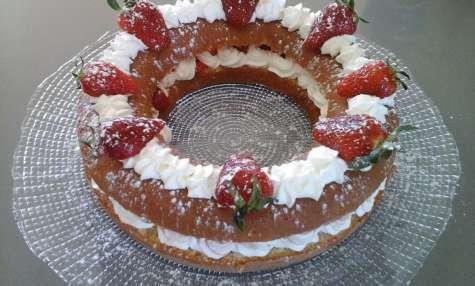 Génoise en couronne chantilly et fraises