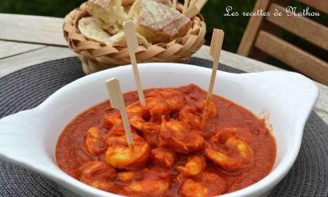 Crevettes à la sauce tomate épicée au curcuma et aux piments oiseaux