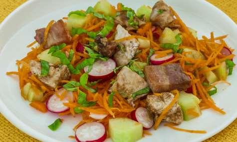 Salade de carottes, radis, concombre et dinde