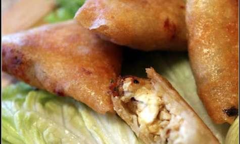 Samoussas de poulet, courgette à la menthe et feta