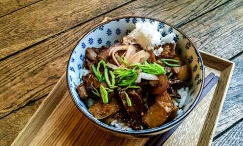 Un gyudon au seitan ou pāsonaru-don végétarien