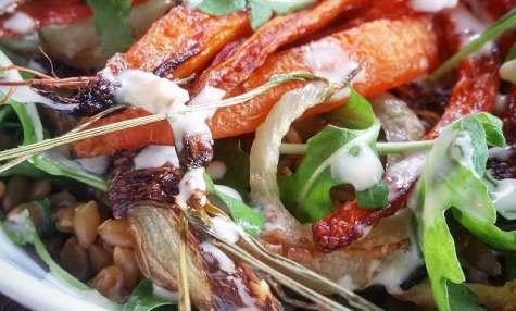 Salade petit épeautre, carottes et fenouil rôti, vinaigrette d'orange au tahini