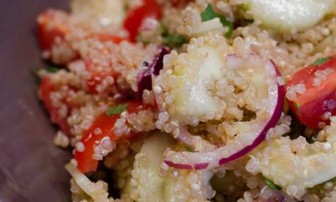 Salade de quinoa, aux tomates cerises, au concombre et à la menthe