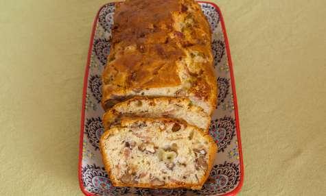 Cake au jambon de Parme, noix et raisins blancs