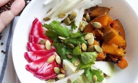 Bowl de courge rôtie à la maniguette et légumes croquants