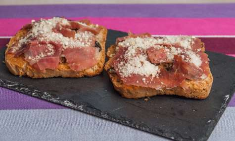 Tartine cèpes jambon parmesan