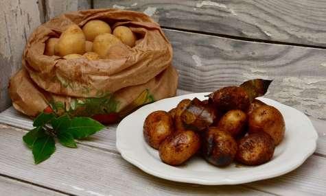 Pommes de terre grenailles sautées à l'ail et au laurier