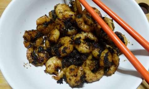 Crevettes sautées à l'aïl noir