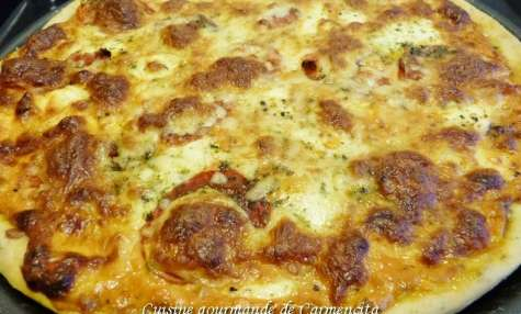 Pizza au thym tomates St Marcellin et mozzarella