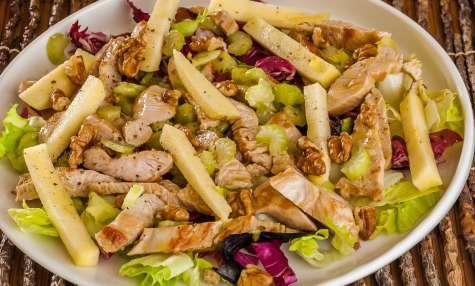 Salade de dinde aux pommes, céleri et noix