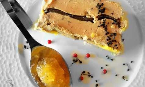 Terrine de foie gras à la truffe et son chutney de victoria au poivre de voatsiperifery