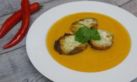 Velouté de patate douce, piment et fromage de chèvre Selles sur Cher