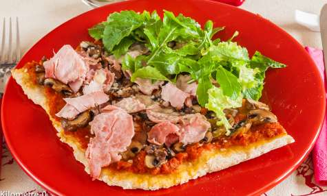Pizza jambon champignons fromage