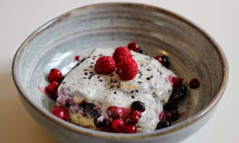 Tiramisu, sésame fruits rouges