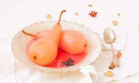 Poires pochées au jus de raisin et épices