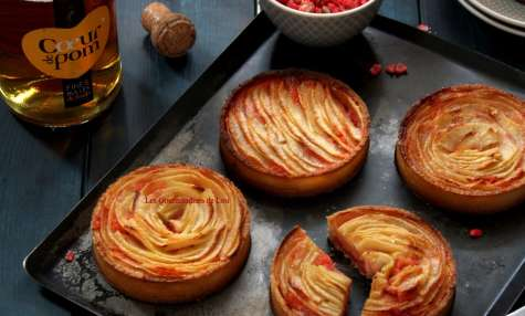 Tartelettes aux pommes, crème d'amande aux pralines roses