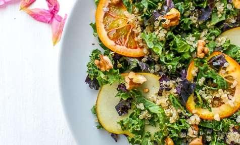 Salade quinoa kale fruits et noix torréfiées