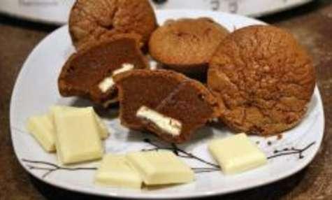 Moelleux au chocolat noir avec un coeur coulant au chocolat blanc