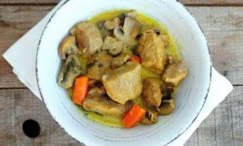 Sauté de porc au curry, carottes et champignons