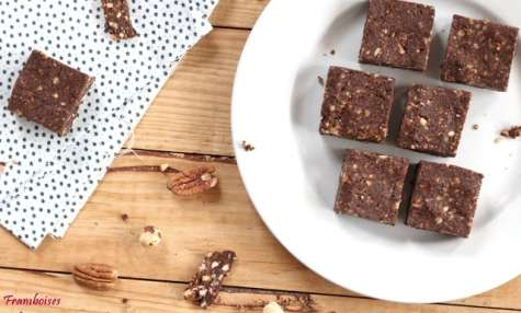 Brownies crus au noisettes et noix de pécan