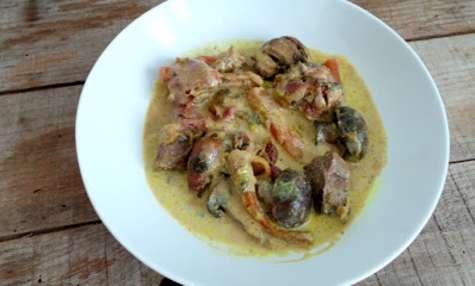 Curry d'agneau aux carottes, dates et champignons