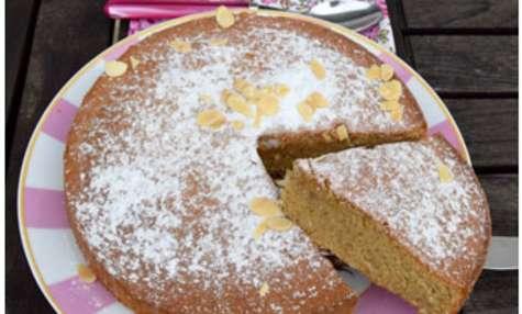 Gâteau au lait chaud et amande