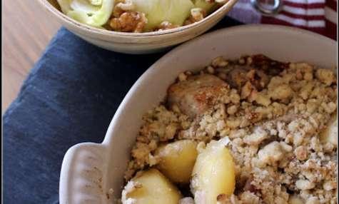 Crumble salé de porc pommes et oignons rouges