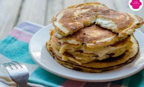 Pancakes salés fourré au chèvre chaud