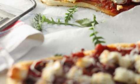 Pizza végétarienne à la betterave et au chèvre