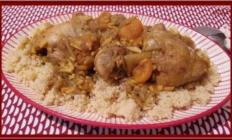 Tajine de poulet aux amandes et abricots