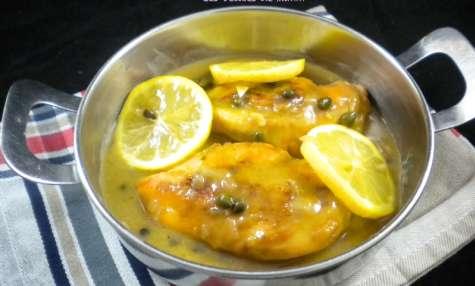 Filets de poulet, sauce au citron et aux câpres