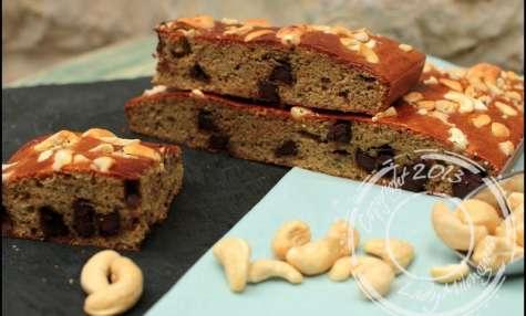 Banana cake aux noix de cajou et pépites de chocolat – sans lactose