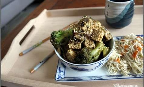 Tofu sauté sauce hoisin , brocolis , champignons et nouilles de blé