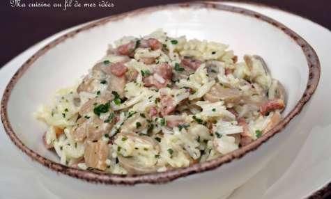 Riz crémeux aux champignons, lardons et estragon