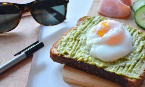 Toast à l'avocat et oeuf poché