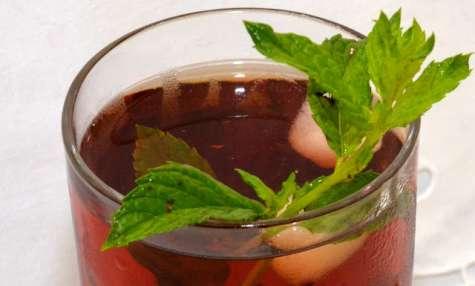Mojito au café cold brew et à la fraise