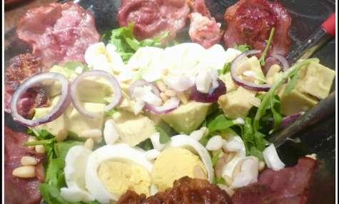 """Salade composée """"fond de frigo"""" à l'avocat"""